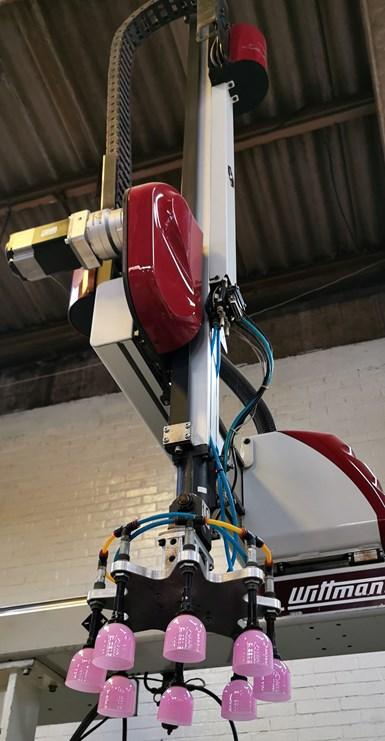 Plastiheat tiene cinco robots, y en sus planes futuros estáautomatizar aún más sus procesos.