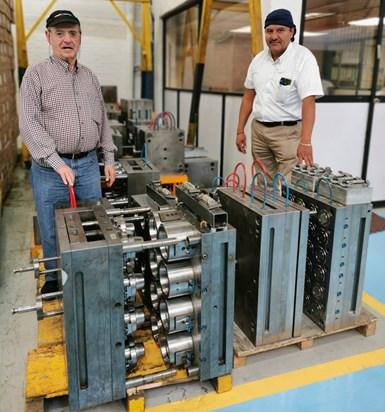 En el centro del expertise de Plastiheat está su departamento de desarrollo e ingeniería de moldes, que fabrica 80% de los moldes en planta. En la foto: Yaakov Ben-Nun y José Antonio Medina.