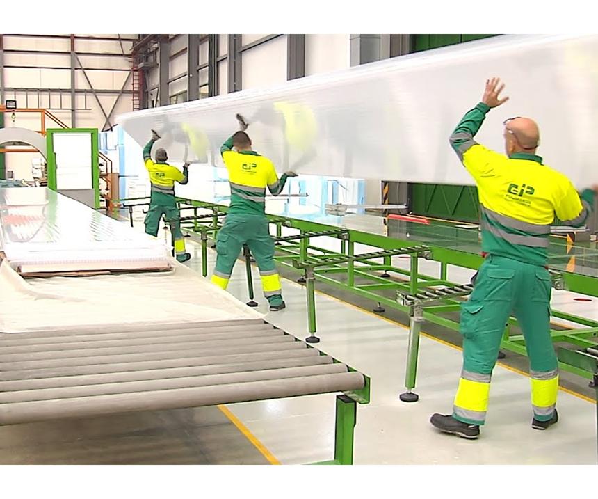 Polímeros Gestión Industrial es una empresa que tiene como principal actividad la fabricación de paneles de policarbonato.