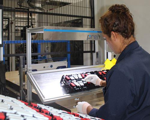 En un edificio de 24,500 metros cuadrados y con un staff de un poco más de 800 empleados, Preh Méxicole apunta a nuevos crecimientos.