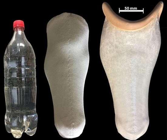 Investigadores de la Universidad de Montfort Leicester (DMU) convierten botellas de agua de plástico en prótesis.