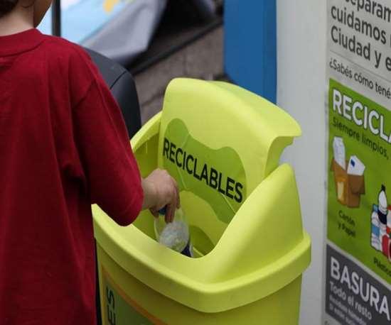 """""""Recíclatelo"""" tiene como primer objetivo fomentar la separación de residuos plásticos a nivel doméstico, en casas y oficinas."""