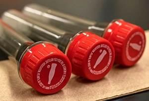 Los embotelladores de Coca-Cola han comenzado a producir tubos de ensayo para usar en kits COVID-19. (Foto: Laboratorio Nacional Oak Ridge)