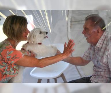 Burbuja de felicidad desarrollada en una casa de retiro en Francia.