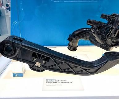 El nuevo Nylon 66 Technyl Max de Solvay fue elegido por Carbody para el pedal de freno de plástico Skeleton.