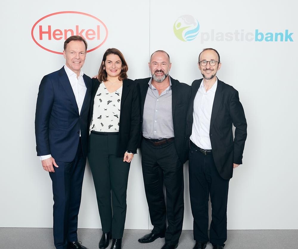 Jens-Martin Schwärzler (Henkel), Sylvie Nicol (Henkel), David Katz (Plastic Bank), and Bruno Piacenza (Henkel). Foto: Henkel.