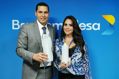 Alfredo Prince, Director Comercial de Braskem Idesa; y la licenciada Sandra Moreno, gerente general de Citrulsa de México.