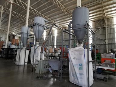 JC Plastics incorpora procesos de molienda y preparación del material.