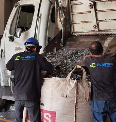 El acopio de los materiales que procesan proviene de desechos postindustriales