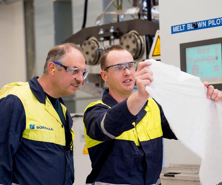 Fibras sopladas por fusión producidas en la línea piloto de Borealis en Linz, Austria. Foto: Borealis.