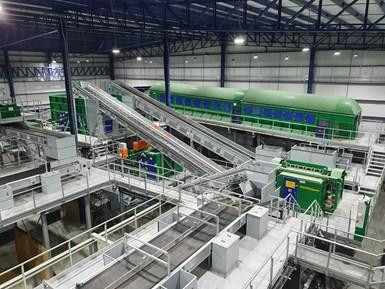 OFMRS lleva a cabo la separación, clasificación, compactación y comercialización de RSU, recuperando materiales como cartón, papel, tetrapack, plásticos, vidrios y material ferroso y no ferroso.