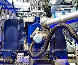 BBM de Alemania demostró en la feria K 2019 una nueva máquina de moldeo por extrusión-soplado totalmente eléctrica para bidones apilables. Dentro de la máquina instaló un robot colaborativo seis ejes, de Universal Robots, encargado de transferir piezas a una estación de corte.