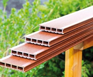 Compuesto de madera y plástico (WPC) estabilizado con Baeropol RST.