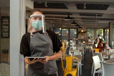 Grupo Wow desarrolló una solución de caretas para uso comercial. Se trata de un kit para cambiar a diario el protector, destinado a restaurantes o negocios que tratan con público.