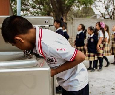 Rotoplasha donado productos o servicios incluyendo la operación y mantenimiento por un año en los purificadores bebbia.