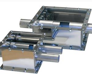 Para el transporte a larga distancia, es típico utilizar un compartimento de extracción de doble tubo, que extrae material de la parte posterior de la caja.