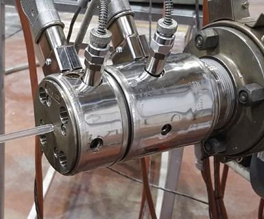 Friul Filiere puede ofrecer al sector médico sistemas completos de extrusión para producir hisopos flocados para análisis de laboratorio y tubos de inmersión para botellas de desinfectante de manos.