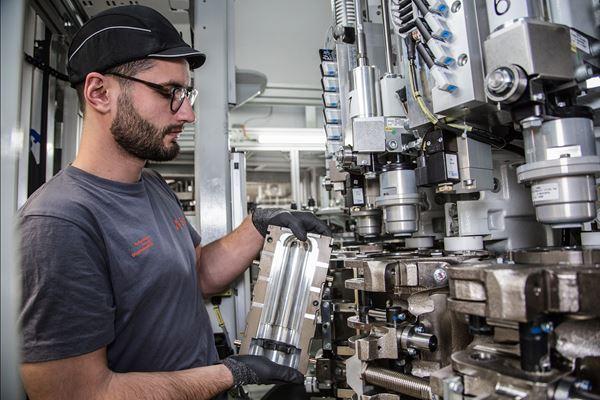 Sidel celebra 40 años en el mercado de soplado y envasado para recipientes en PET  image