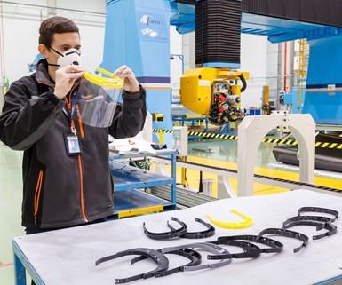 Ya se han producido y enviado cientos de viseras a hospitales cercanos a las instalaciones de Airbus en España. Foto: Airbus.