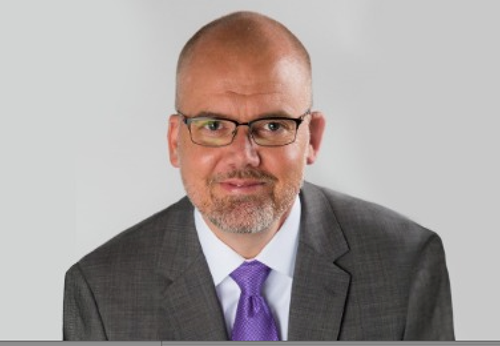 Arturo Hoyo, vicepresidente de ventas para Norteamérica, de Nexeo Plastics.
