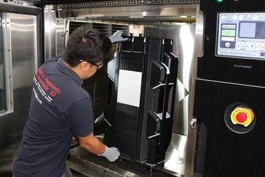 Impresora FDM Fortus 900 – Pieza de 90 cm plástico.