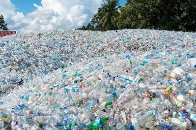 PLASTICS apoya iniciativas enfocadas fomentar el reciclaje de plásticos .