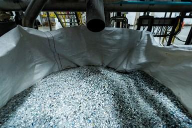Hojuela de PET reciclado, producida por Indorama.