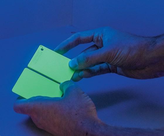 glow in the dark plastic compound