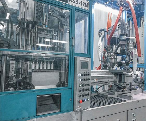 Preform Solutions Plastrac feeder stretch blow molding machine