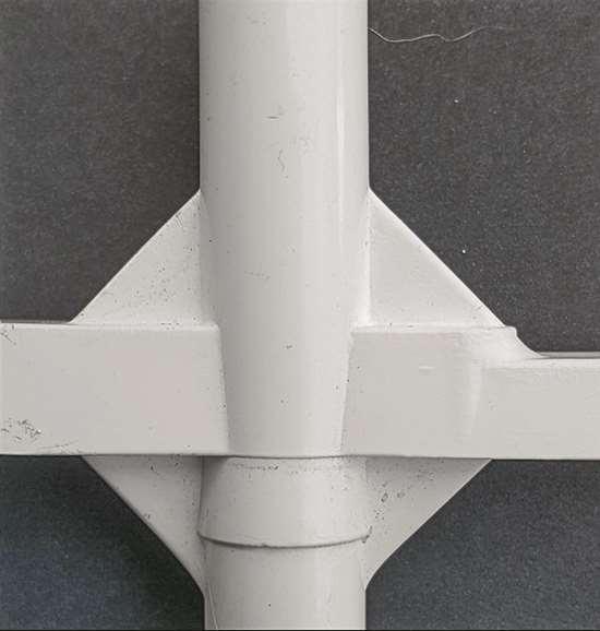 sprue puller structural gussets