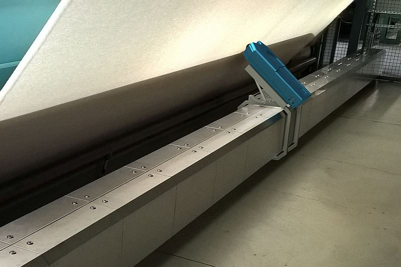 Roughness scanner for plastic webs