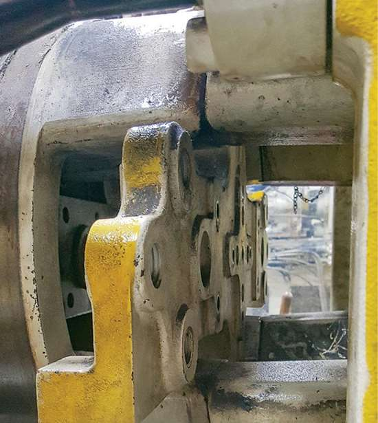 Injection molding machine ejector cross