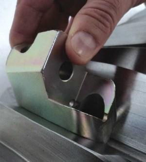 Bolt-in toolholder for plastics shredder