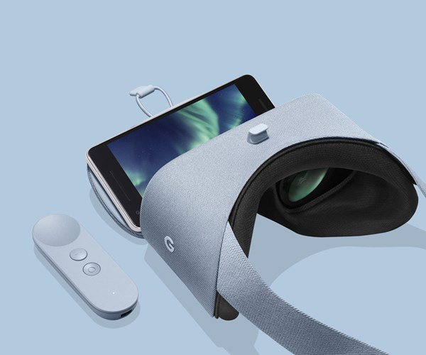 Google Daydream View headset and motion controller