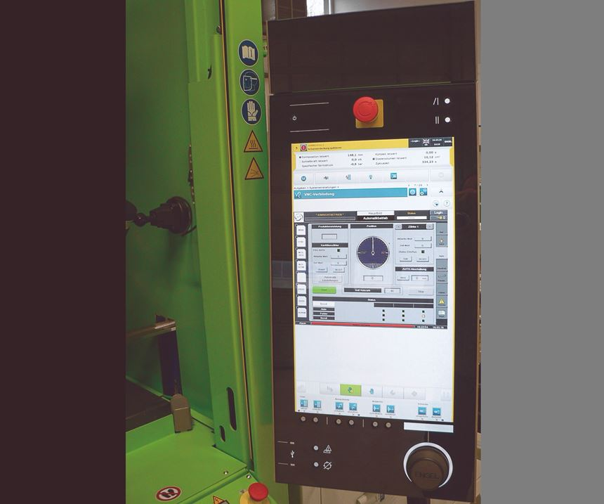 All elements of the hybrid molding cell can be monitored and controlled from the Engel CC300 injection press controller.