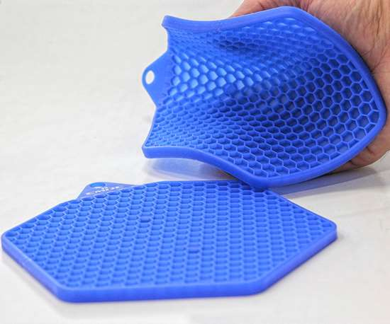 Honeycomb design of this LSR pot holder has cell walls 1 mm thick and a flow length up to 135 mm.