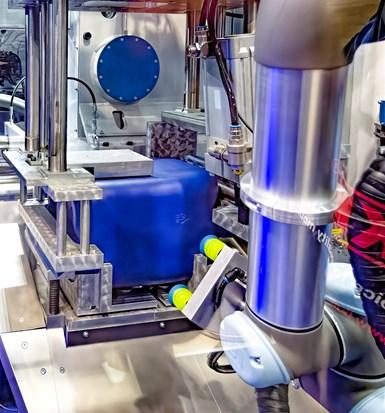 Unirversal Robots cobot in BBM blow molder.