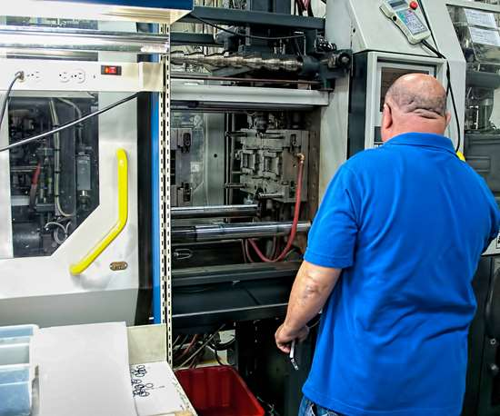 How you set up the clamp of an injection molding machine affects mold wear and damage, part quality and rejects, and cycle time.