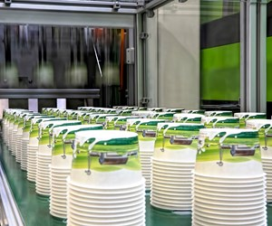 At Plastico Brasil, Engel injection molded four PP ice-cream cups with IML in 2.2 sec.