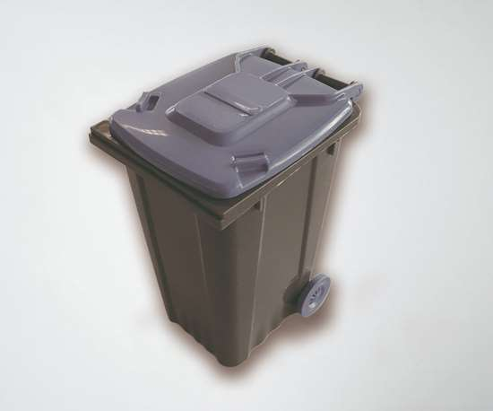 In the outdoor exhibition area between Halls 10 and 16 at K, Engel will mold mini waste containers from post-consumer waste.