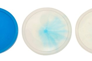 plastic lids showing the difference in color after using a purging compound