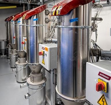 五个威特曼XMB真空泵包括一个备用泵,当另一个泵故障时,备用泵会自动启动。