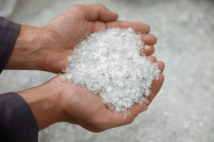 回收的PET薄片在颗粒形状或堆积密度上与PET切片不同。它也很耐磨。