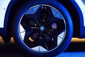 Bimmer EVs Add Flair with Aerodynamic Wheels