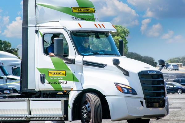 EV Semis Rolling Now in Real-World Testing image