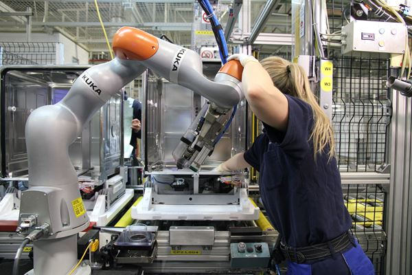 Industrial Robot Use Hits All-Time High image