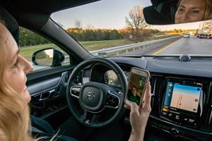 IIHS: Driver Aids Encourage Distracted Driving