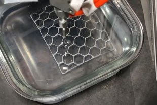 preceramic SiOC being extruded into a thixotropic bath