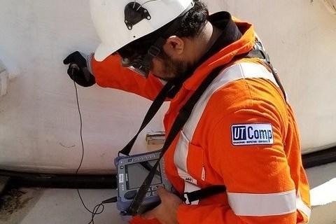 UTComps UltraAnalytix composite inspection system