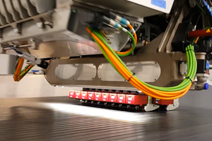Fives Lund Slalom machine narrow carbon fiber tapes lanes closeup